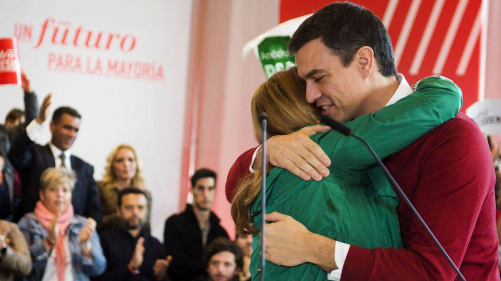 Foto: Susana Díaz y Pedro Sánchez, durante su primer mitin de campaña del 20-D, el pasado 12 de diciembre en Sevilla. (EFE)