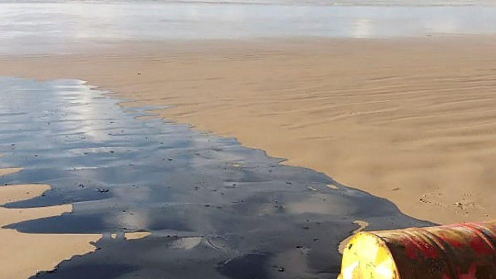 Foto: Vertido de petróleo en una playa de Brasil. (EFE)