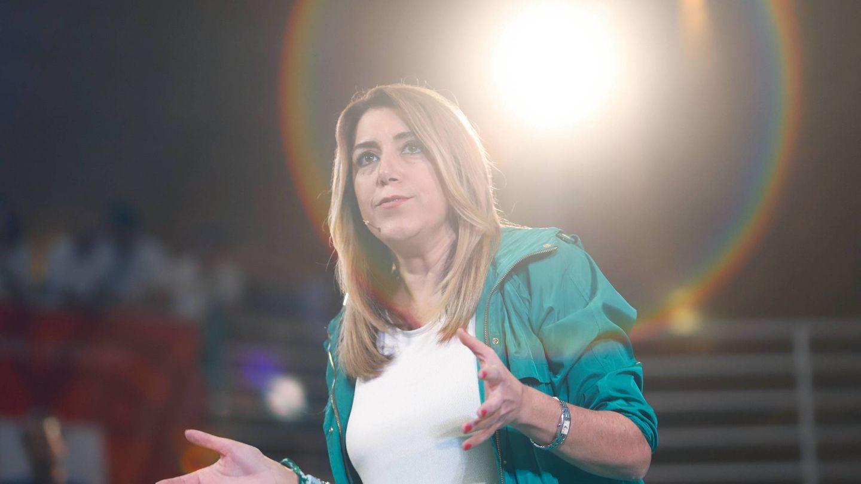 Susana Díaz, de blanco y verde.
