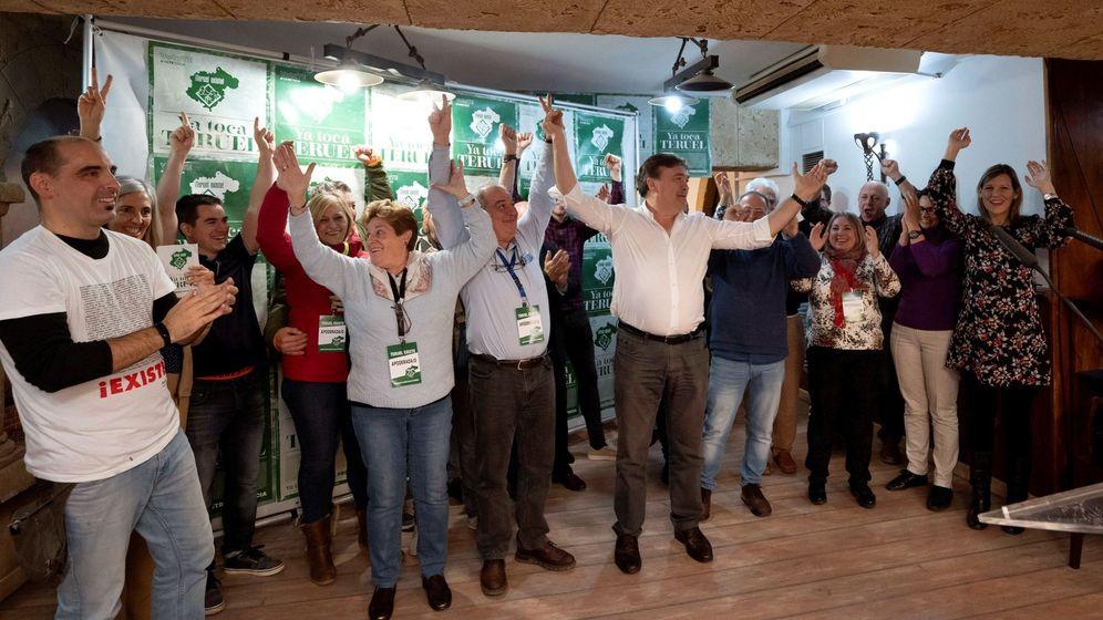 Foto: Celebración de los resultados electorales de Teruel Existe. (EFE)