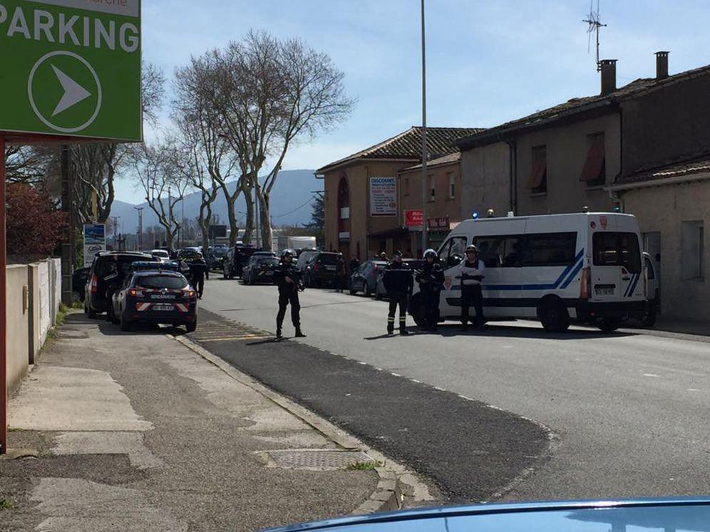 Foto: Agentes en la escena del ataque en Trèbes, en el sur de Francia. (Reuters)