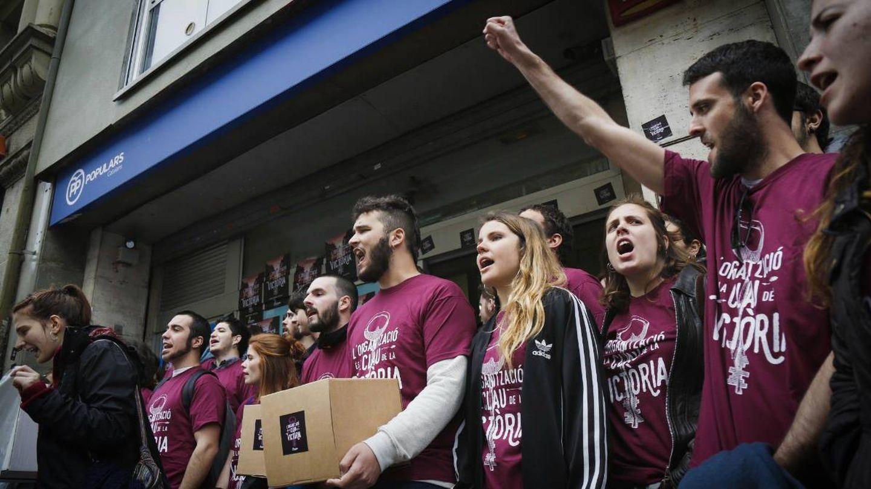 Unos 50 miembros de Arran ocuparon la sede del Partido Popular en Barcelona en marzo. (Arran)