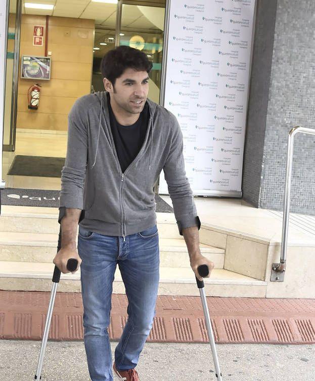 Foto: Cayetano Rivera a la salida del hospital. (Gtres)