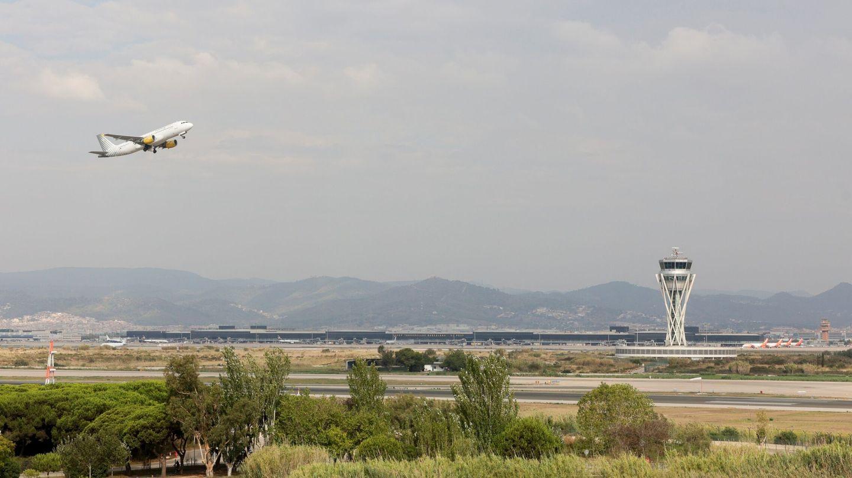 Aspecto del aeropuerto de Barcelona hace unos días (Quique García/EFE)