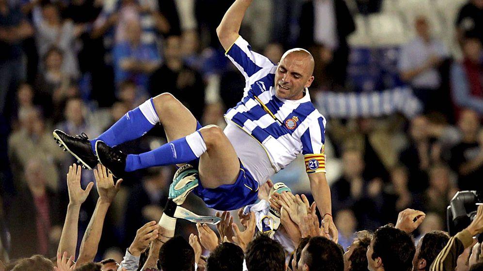 Foto: Iván de la Peña, en su último partido como profesional. (EFE)