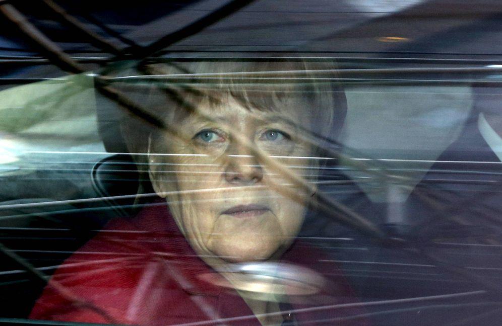 Foto: La canciller Merkel a su llegada a una cumbre europea sobre inmigración en Bruselas, el 17 de marzo de 2016 (Reuters).