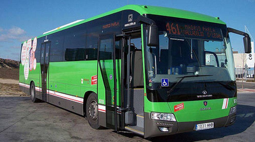 Foto: Un autobús nocturno, conocidos como 'búhos', de la Comunidad de Madrid. (EFE)