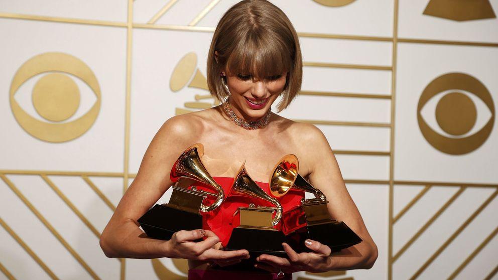 Adele desafina y Rihanna se rompe en unos Grammy que ganan Lamar y Taylor Swift