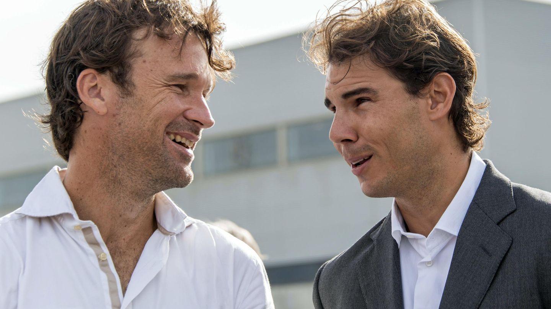 Carlos Moyá, entrenador y amigo íntimo, junto a Rafa Nadal. (EFE)