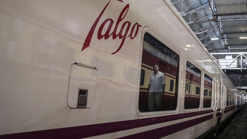 Foto: Imagen de archivo de uno de los trenes de Talgo (EFE)