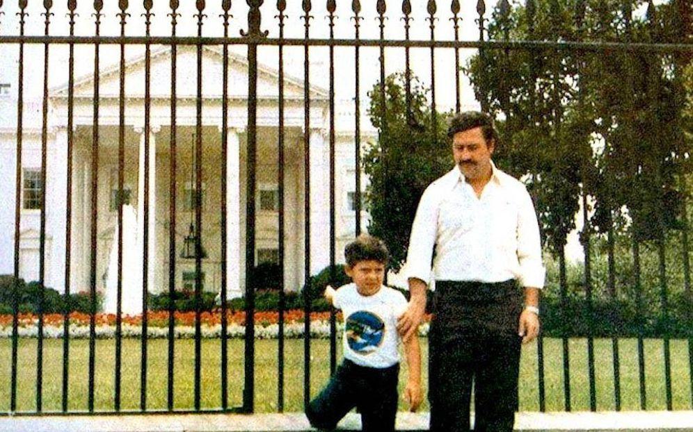 Foto: Pablo Emilio Escobar y su hijo, Juan Pablo Escobar, en los alrededores de la Casa Blanca.