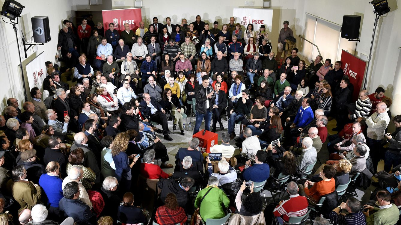 Foto: Pedro Sánchez presenta el acuerdo de su partido con Ciudadanos, en un acto con militantes y simpatizantes en Alcalá de Henares, Madrid, este 26 de febrero. (EFE)