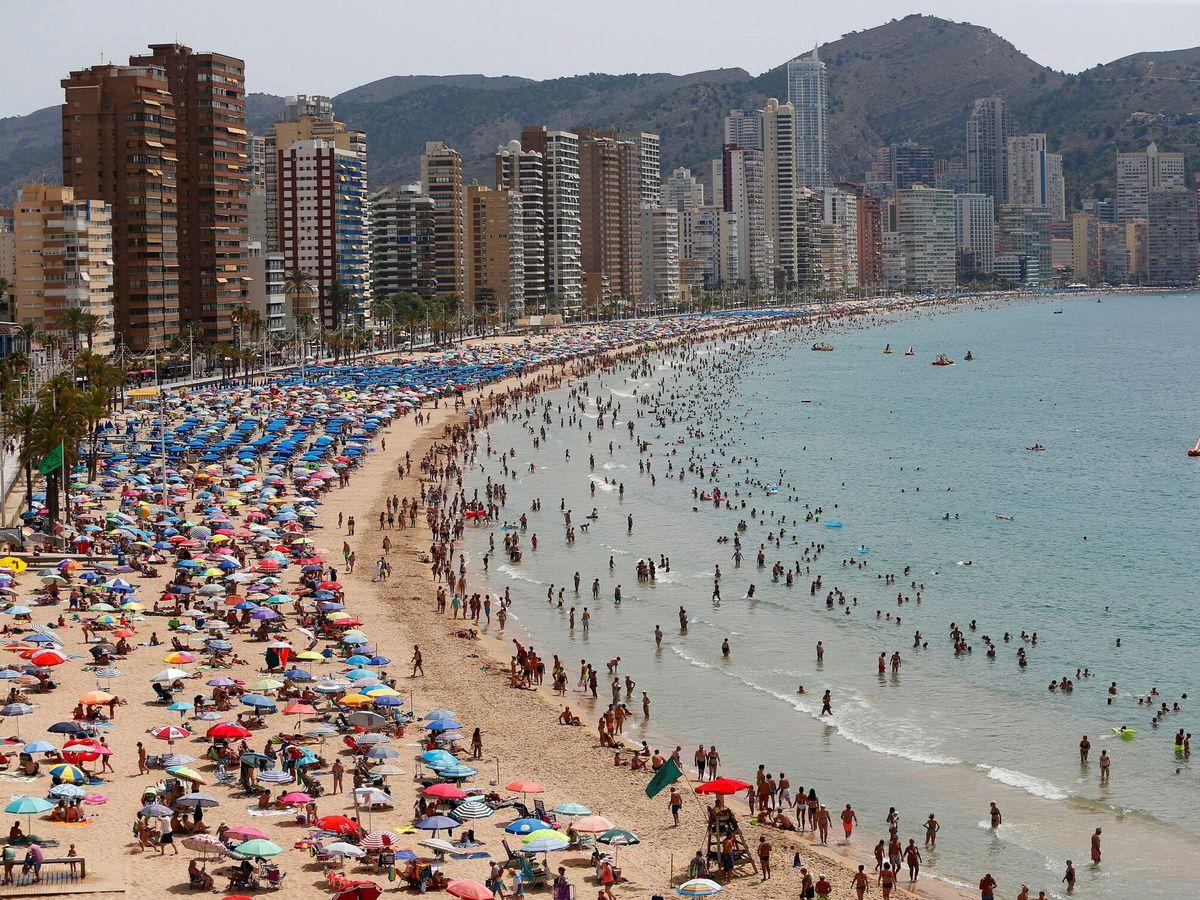 Foto: La vivienda se reactiva en verano en costa con subidas del 8%. (EFE)