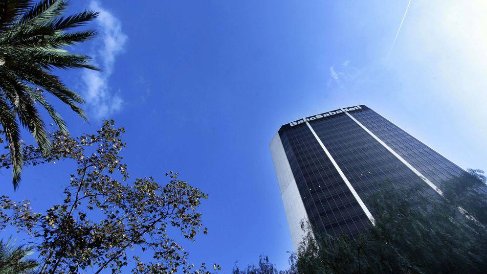 Foto: Vista de la sede central del Banco Sabadell en Barcelona. (EFE)