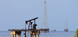 Post de Maduro refuerza el bloqueo de la ayuda y Guaidó intenta 'tomar' la petrolera estatal
