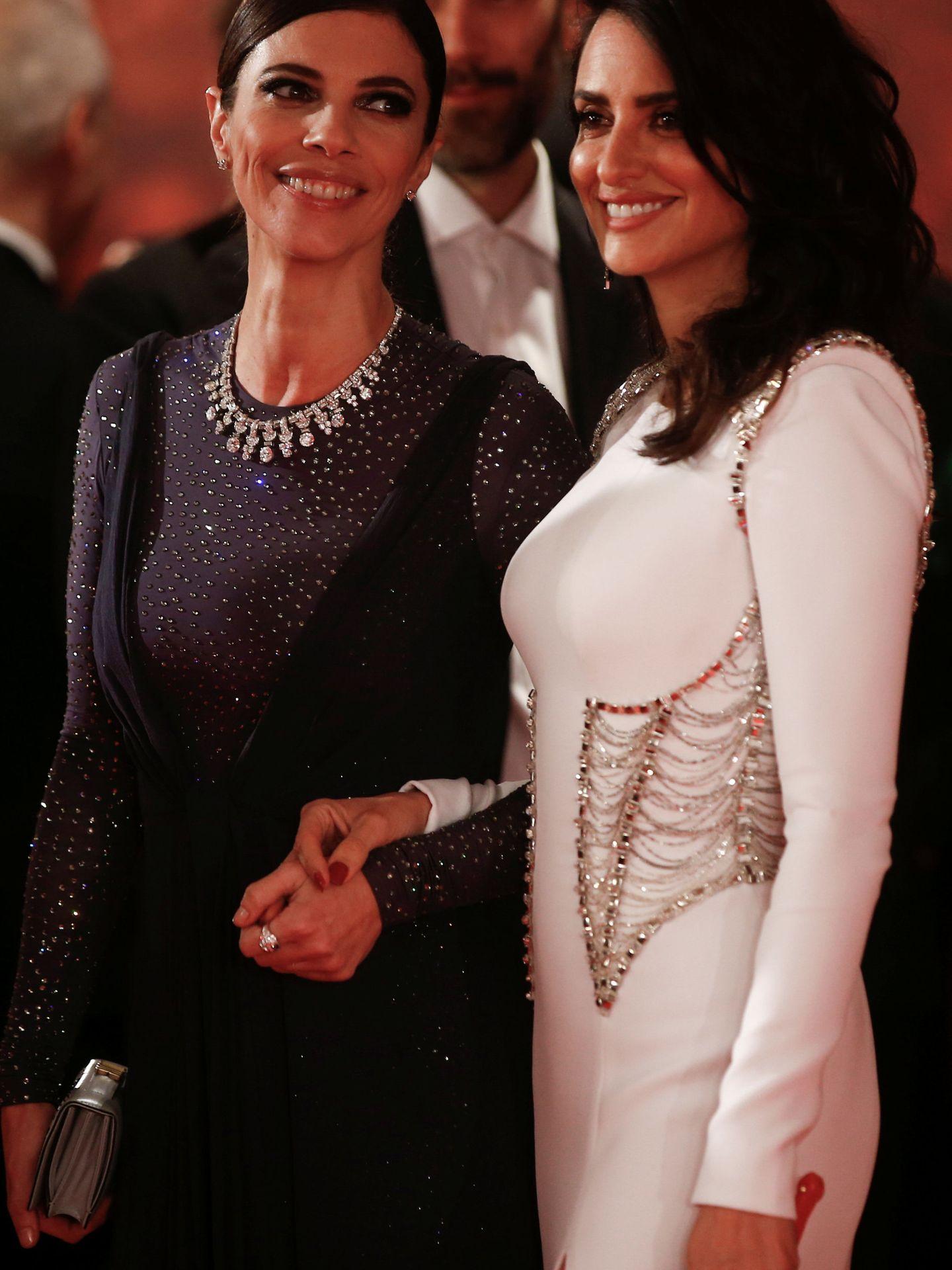 Maribel Verdú y Penélope Cruz, en los Goya de 2018. Ella estaba nominada por 'Abracadabra' y Cruz por 'Loving Pablo'. (Reuters)