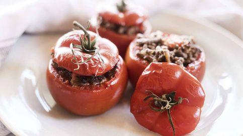 Receta de tomates asados rellenos de carne, una cesta vegetal muy aromática