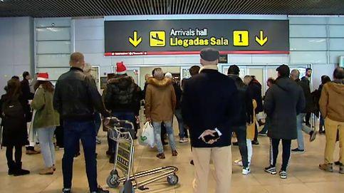 Emoción en aeropuertos y estaciones con la llegada de familiares