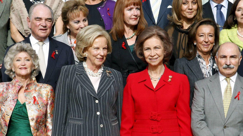La reina Sofía, junto a la princesa María Luisa de Prusia en una reunión de la Asociación Concordia Antisida (ACAS). (EFE)