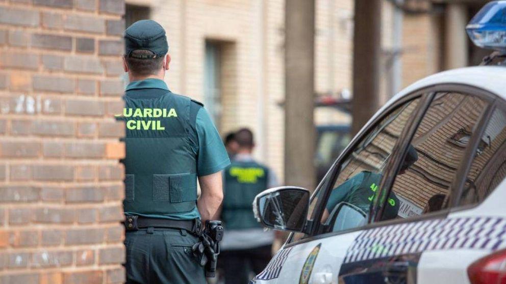 La idea de desmilitarizar la Guardia Civil ahonda la división entre agentes y mandos
