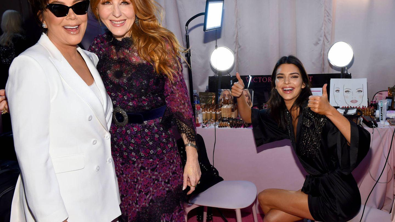 Charlotte Tilbury, con Kris Jenner, la matriarca y creadora del clan Kardashian,  y Kendall Jenner. (Getty)