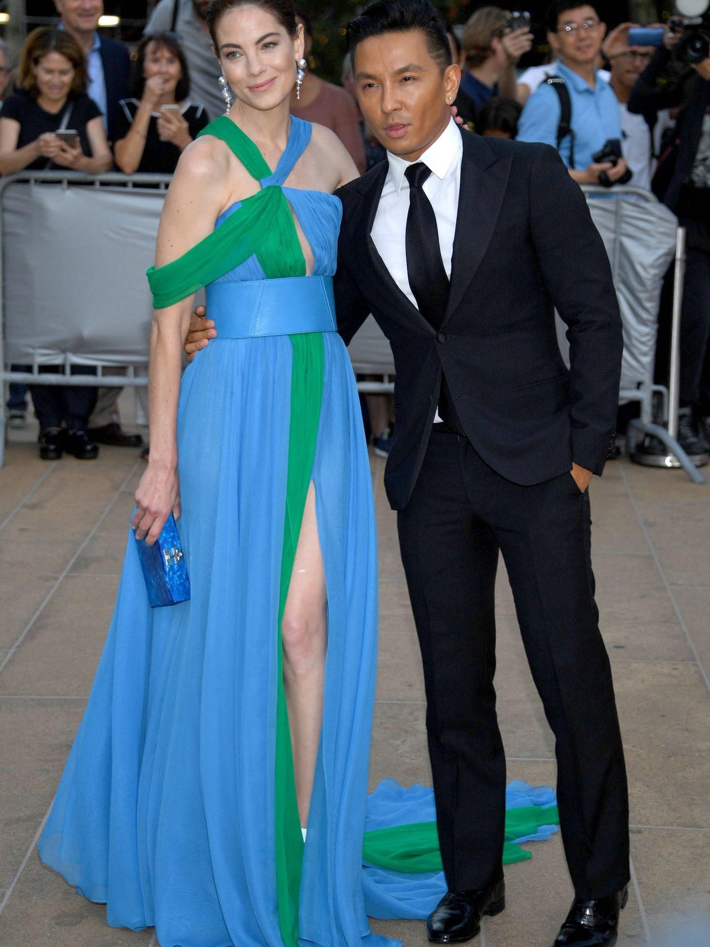 Michelle Monaghan y Prabal Gurung en la Fashion Gala. (Getty)