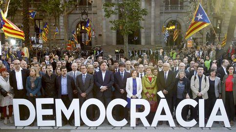 Una mesa y sillas vacías: así será la cumbre el referéndum de Puigdemont