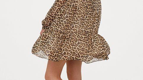 El vestido de gasa que llevarás con botas negras este otoño es de H&M y es estilo puro
