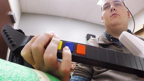 Un tetrapléjico vuelve a mover la mano gracias a un chip en su cerebro