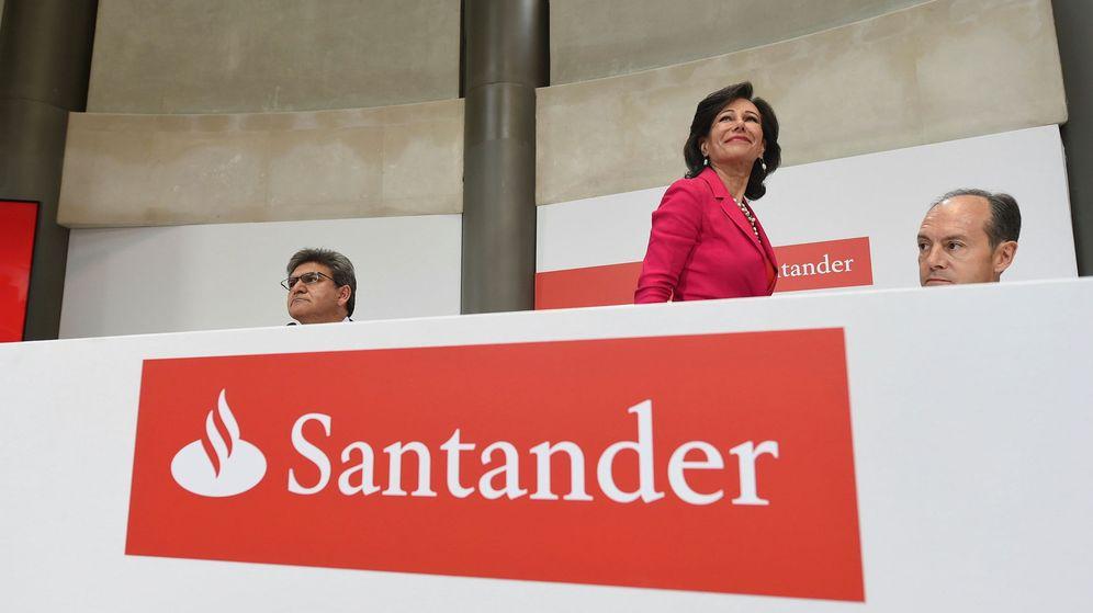 Foto: Ana Botín, presidenta del Banco Santander, en la rueda de prensa tras la adquisición del Popular. (EFE