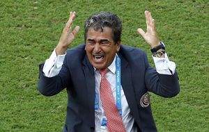 Pinto busca un triple histórico para Costa Rica con el 'estilo Mourinho'