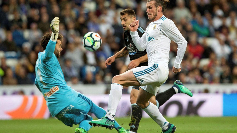 Bale, en uno de sus continuos ataques con peligro ante el Celta. (EFE)