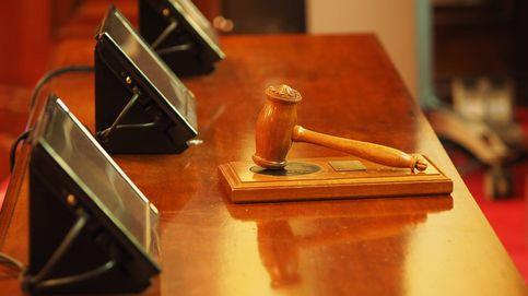 Un detenido por masturbarse en un autobús se baja pantalones ante la jueza