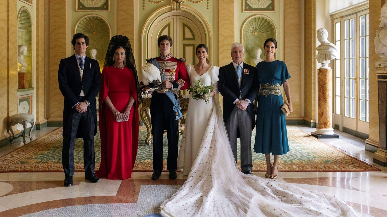 Los condes de Osorno posan junto a sus padres, Matilde Solís y el duque de Alba, y los duques de Huéscar. (Alejandra Ortiz Fotografía)