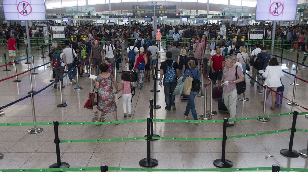 Foto: Jornada de huelga de los trabajadores de seguridad en el aeropuerto de El Prat. (EFE)