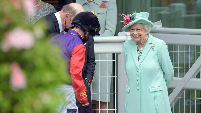 La reina Isabel II en las carreras de Ascot. (Getty)