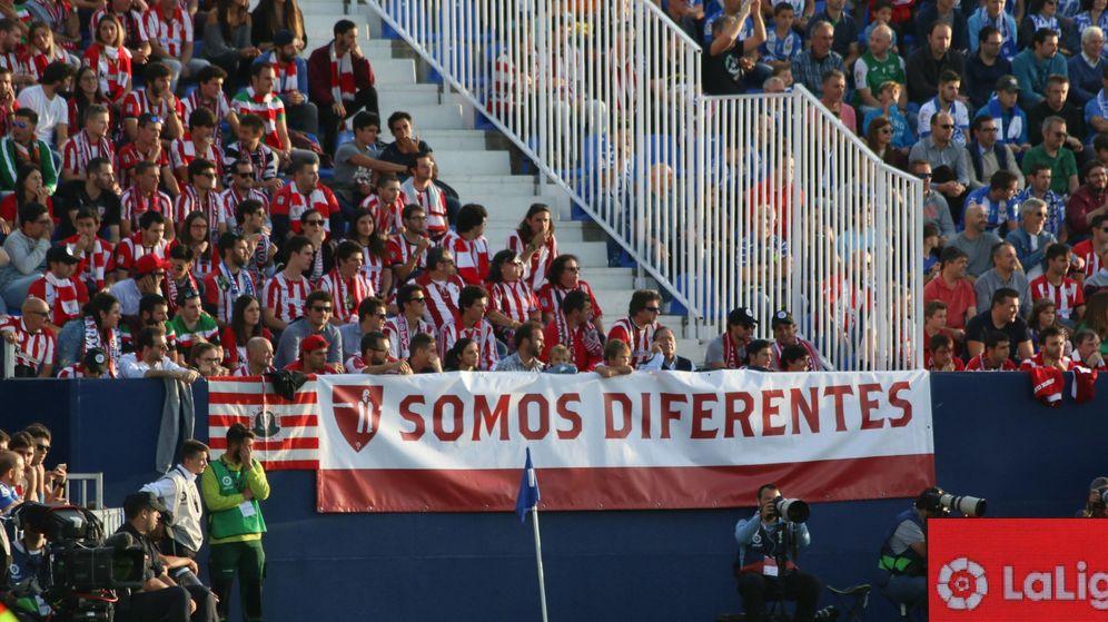 Foto: Aficionados del Athletic, en el campo del Leganés.
