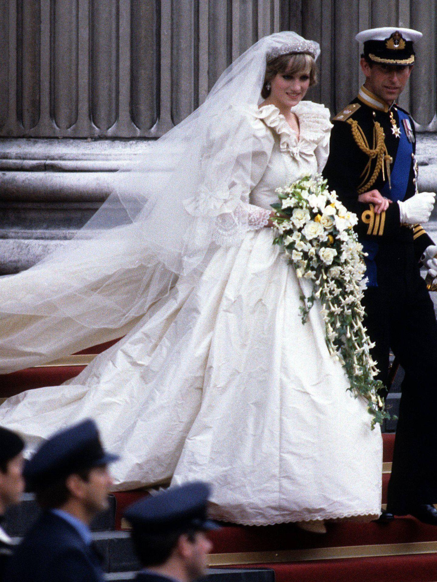 Diana de Gales y el príncipe Carlos, el día de su boda. (Cordon Press)