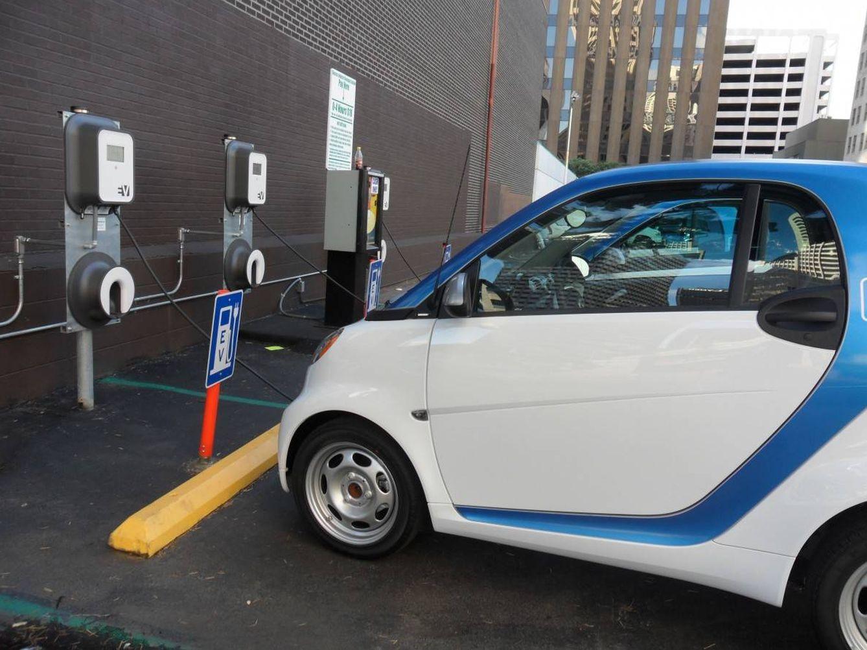 Foto: Aumentan los compradores que se interesan por el coche eléctrico: en marzo se vendieron más de 900 (Pxhere)