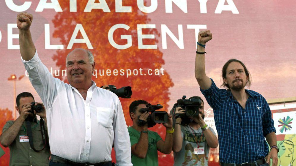 Foto: El cabeza de lista de Catalunya Sí que es Pot, Lluís Rabell, y el líder de Podemos, Pablo Iglesias, durante la campaña del 27-S. (EFE)