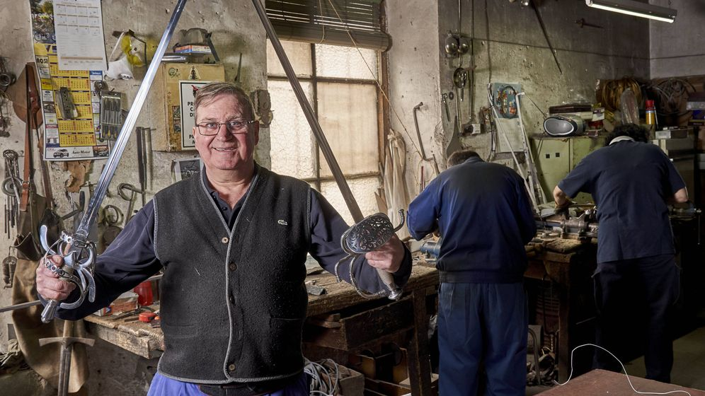 Foto: El maestro espadero Mariano Zamorano. (Foto: J. Rubio)