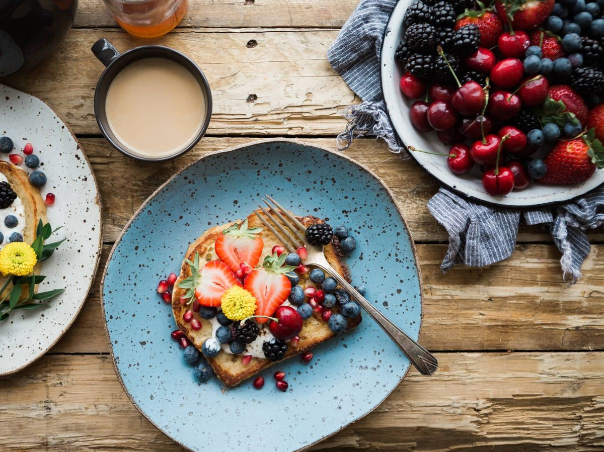 Foto: Saludables y bajos en calorías, alimentos que puedes comer hasta saciarte. (Brooke Lark para Unsplash)