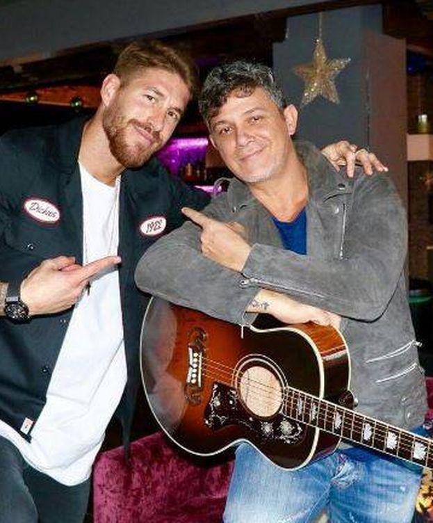 Foto: Alejandro Sanz y Sergio Ramos con la guitarra (Instagram)
