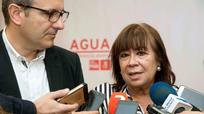 Diego Conesa, líder del PSOE murciano, con Cristina Narbona, el pasado diciembre en Torre Pacheco. (EFE)