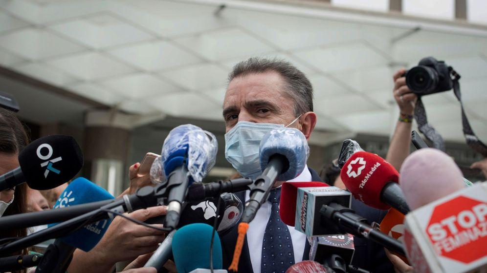 Foto: El delegado del Gobierno en Madrid, José Manuel Franco, atiende a los medios a su salida de los juzgados. (EFE)