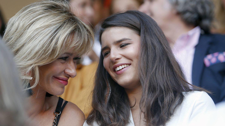 La presentadora Susanna Griso junto a Tana Rivera en los toros. (Gtres)