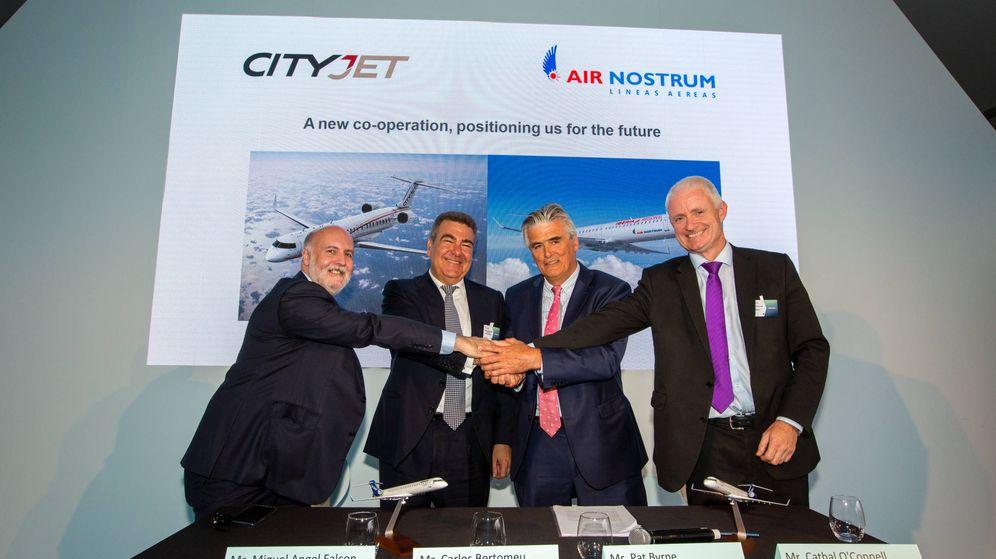 Foto: Los responsables de Air Nostrum y CityJet, en la presentación del acuerdo.