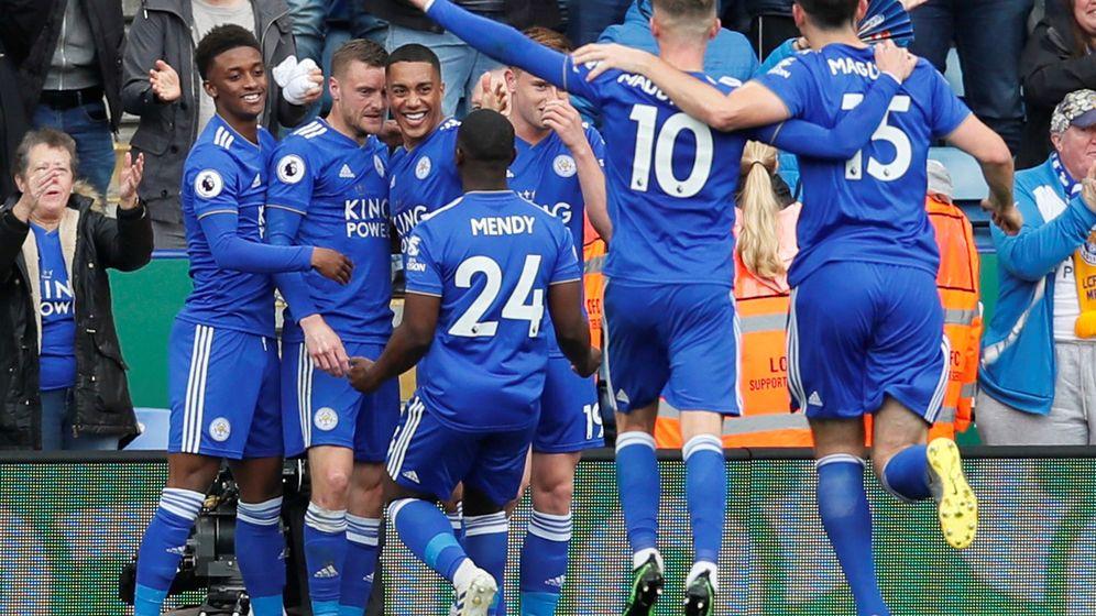 Foto: Jamie Vardy celebra un gol con sus compañeros del Leicester. (Reuters)