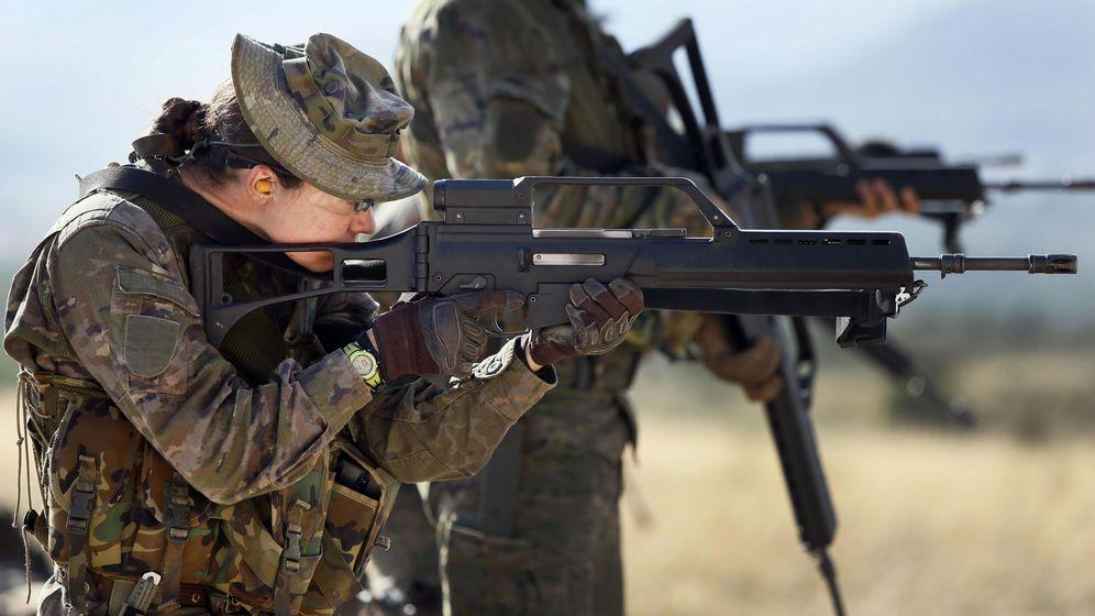 Foto: Una soldado del ejército español. (EFE)