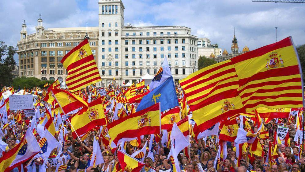 Foto: Manifestación convocada por la Societat Civil Catalana. (EFE)